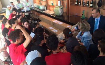 Cata de productos ante los chefs y el personal del Hotel Morpheus (City of Dreams, Macao)